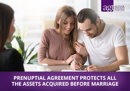 Couple Signing a Prenuptial Agreement With a Law Firm in Colombia